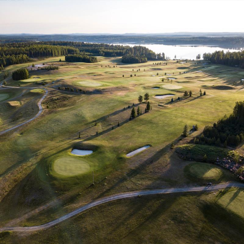 Revontuli Golf - Juhannustarjous: 2 vrk:n golfloma kahdelle